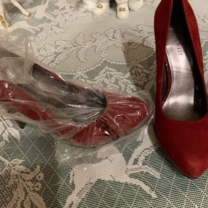 NEW! 4 inch Red Nine West high heels